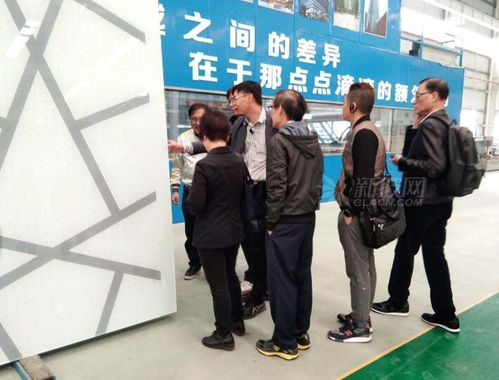 创建玻璃折射独山县发展潜力获香港金融界考察团称赞