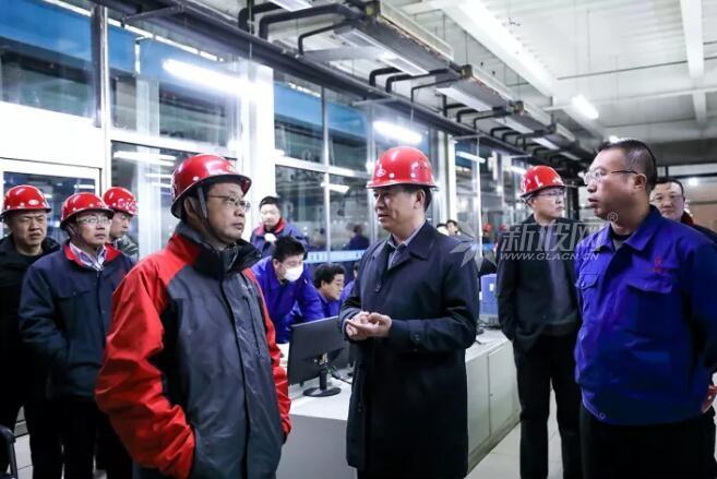 中国玻璃公司领导到耀华玻璃参观交流