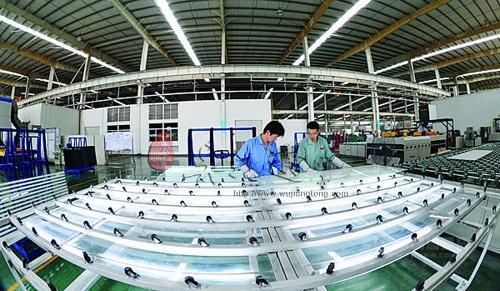 金刚玻璃:子公司签订1.35亿元合同