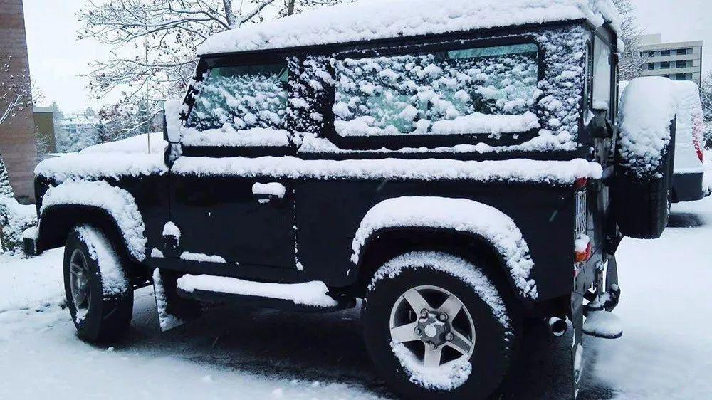 汽车玻璃结冰 全国寒潮怎么才能不毁车?
