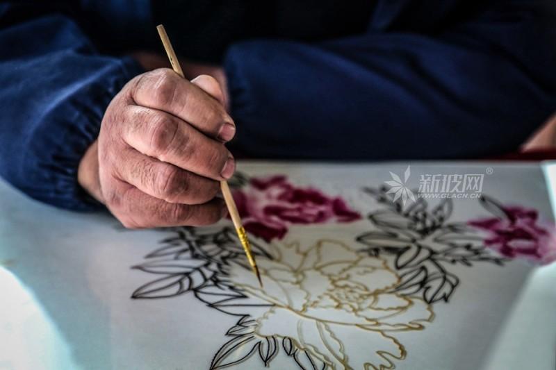 指尖生花 玻璃画板上的艺术人生