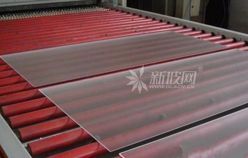 2.5毫米全钢化连续炉投产实现太阳能电池板更轻薄