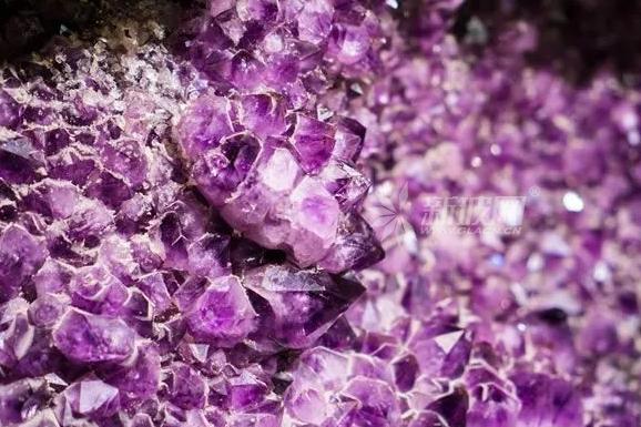 水晶和玻璃有什么区别?