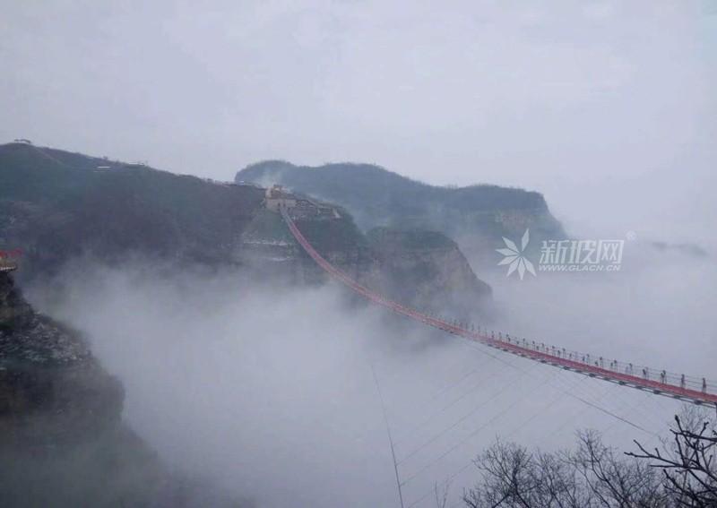 玻璃索桥加强版:世界最长并直通云海