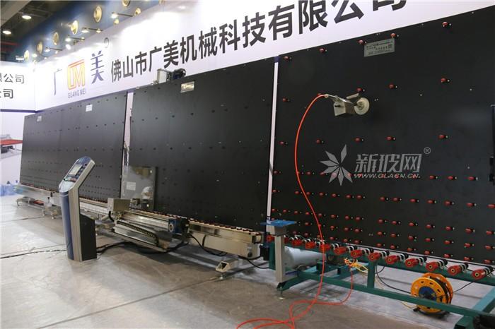 AG8亚游集团科技全自動中空玻璃打膠機