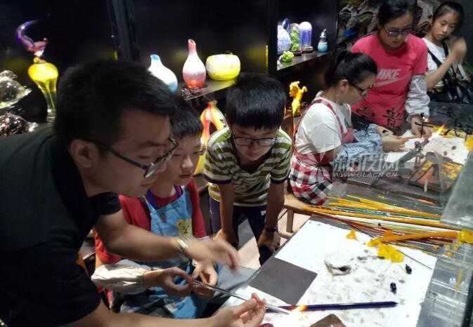 中央媒体文化山东行之走进中华琉璃文化创意园