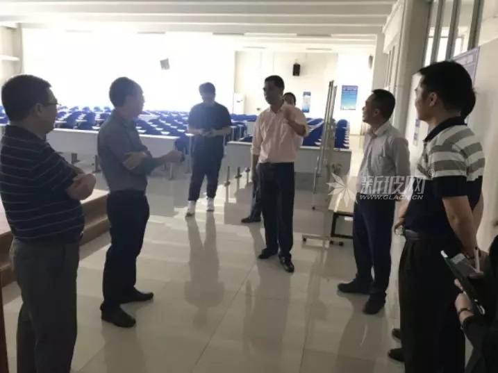 市、区、镇司法部门到华兴玻璃厂调研企业法治文化建设情况