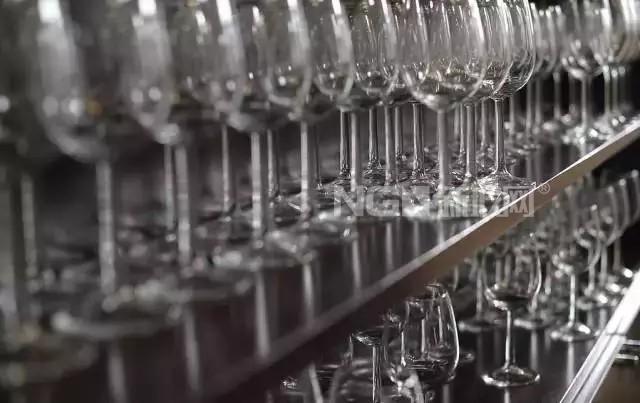 都是红酒杯,水晶的和玻璃的有什么区别?