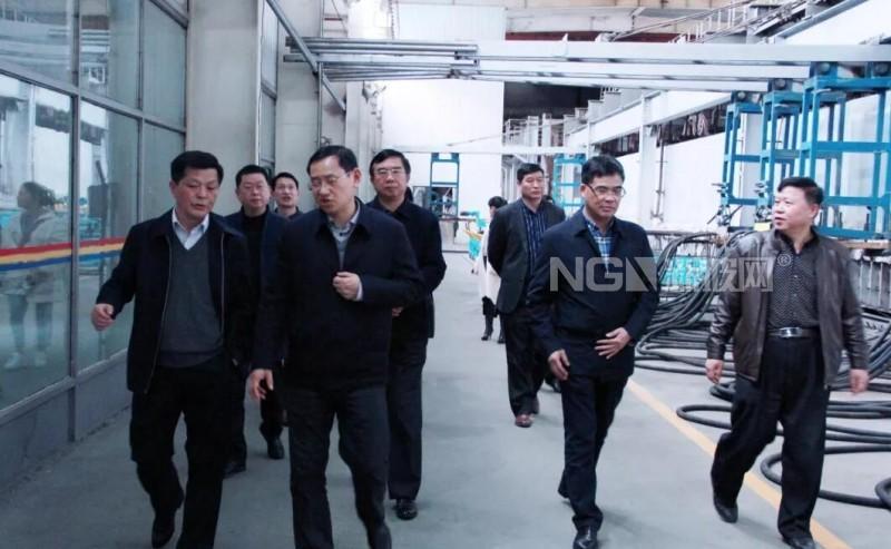 省工信厅副厅长江明成到浮法玻璃厂调研