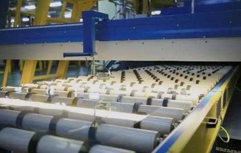 中国玻璃就电子玻璃生产线的生产设备订立融资租赁协议