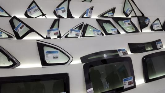 销售假冒的知名汽车品牌玻璃被刑拘,到底构成何罪?