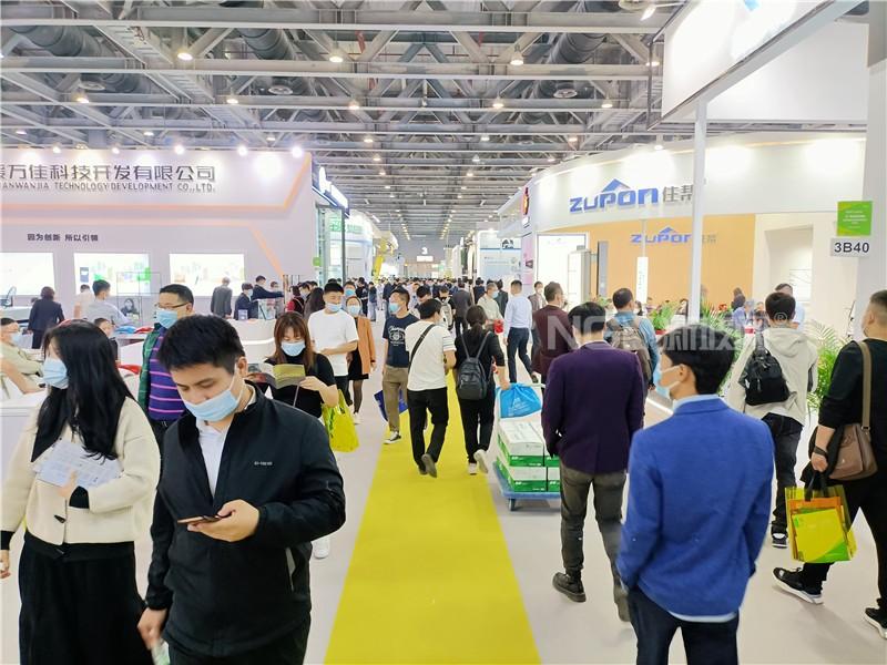 广州铝门窗展看防火玻璃行业三大趋势:高端、系统化、A类