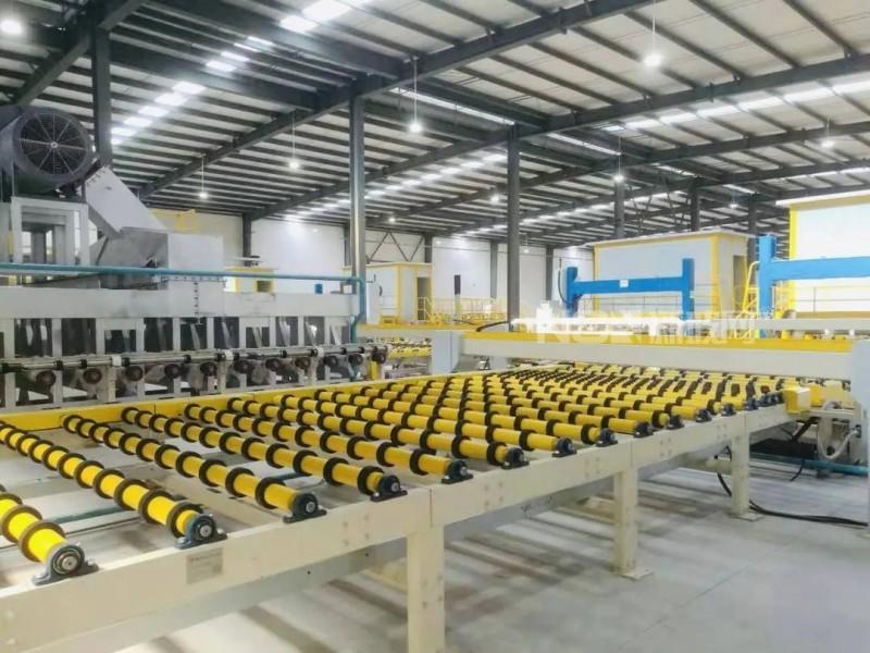 西部地区首条光伏玻璃生产线在自贡点火投产
