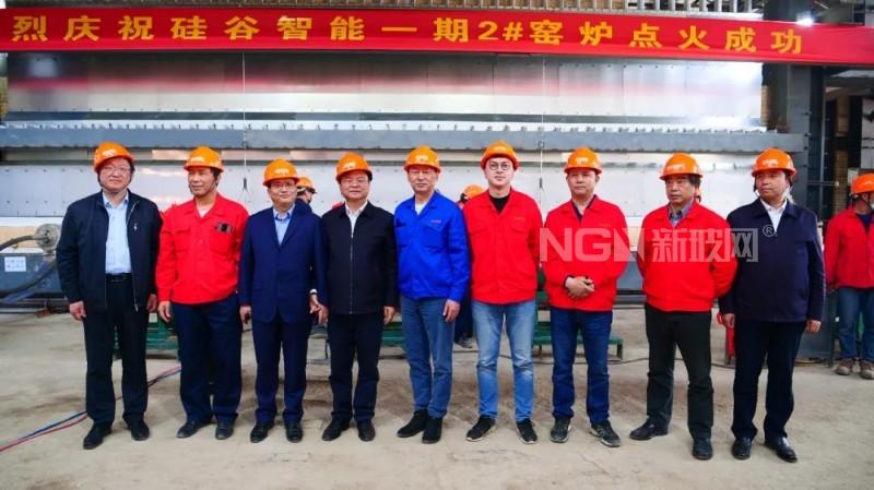 凤阳硅谷智能有限公司第2条1.6~2.0mm超薄、超白 特种光电玻璃生产线点火投产